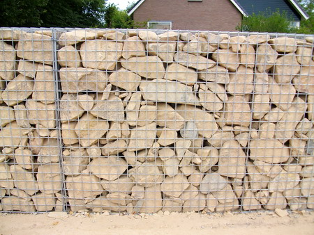 das aufstellen gabion steink rbe. Black Bedroom Furniture Sets. Home Design Ideas